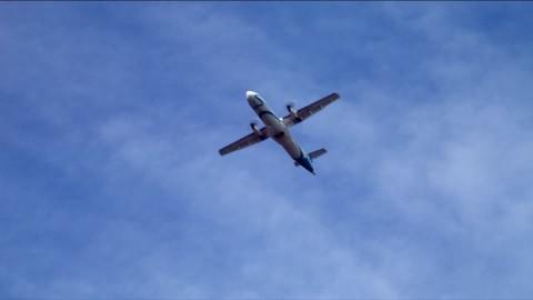 Cielo azzurro aereo evola esperienza volo