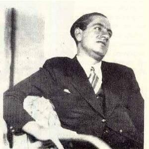 Julius evola seduto anni 40