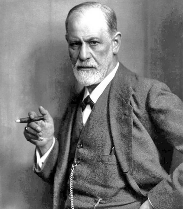 Sigmund Freud, fondatore della psicanalisi, che, per Evola, proclama di essere una scienza positiva, ma opera sui bassifondi dell'Io, come una vera e propria organizzazione controiniziatica