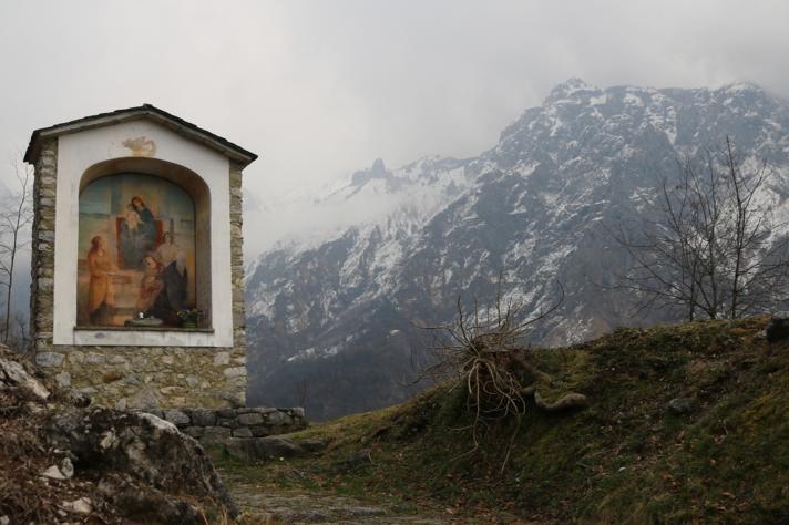 via-crucis-religione-cattolicesimo-montagna-val-gardena